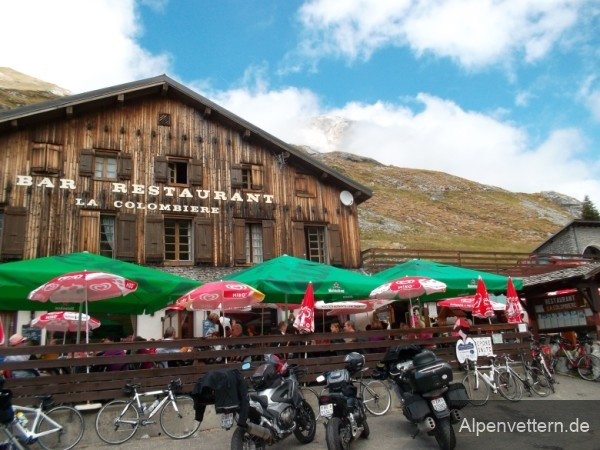 Verdiente Pause am Col de la Colombière nach steilen und heißen Kilometern
