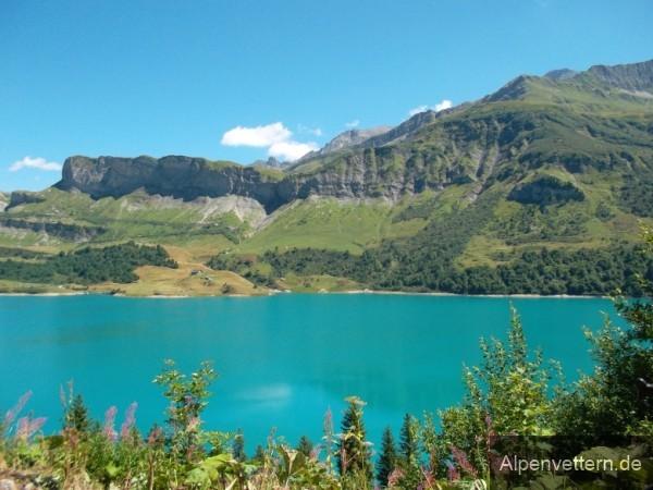 Der Lac de Roselend mit seiner typisch türkisbaluen Farbe - fast zu schön um weiterzufahren