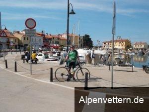 Ein Beweisfoto am Hafen von Novigrad ist Pflicht.