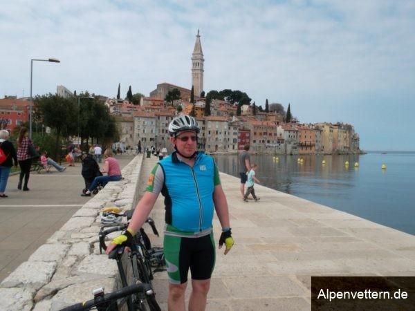 Kurze Pause am Meer in Rovinj, dem Monmartre Istriens.